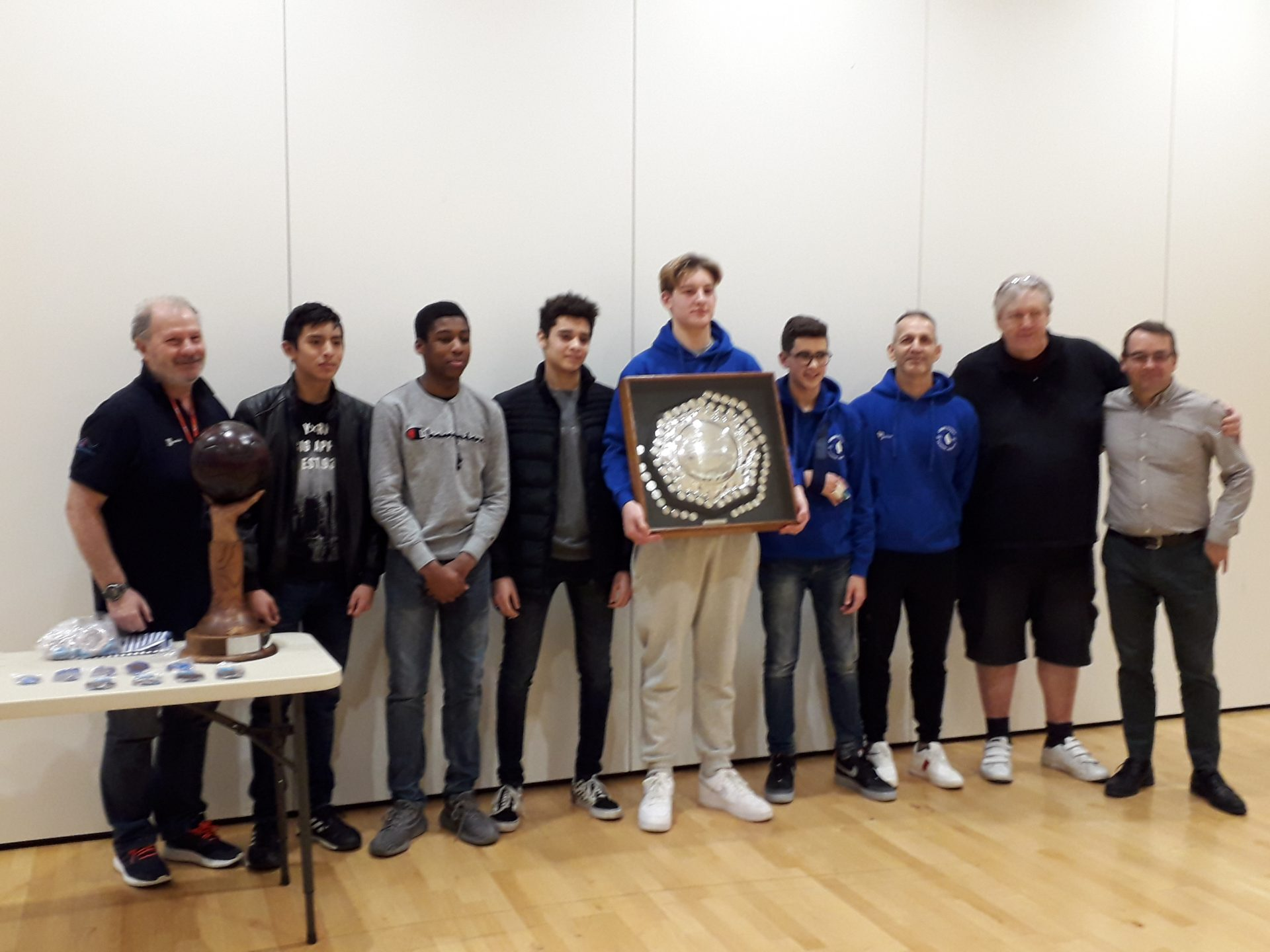 Boys U17 water polo team with the Rob Derbyshire Memorial Trophy