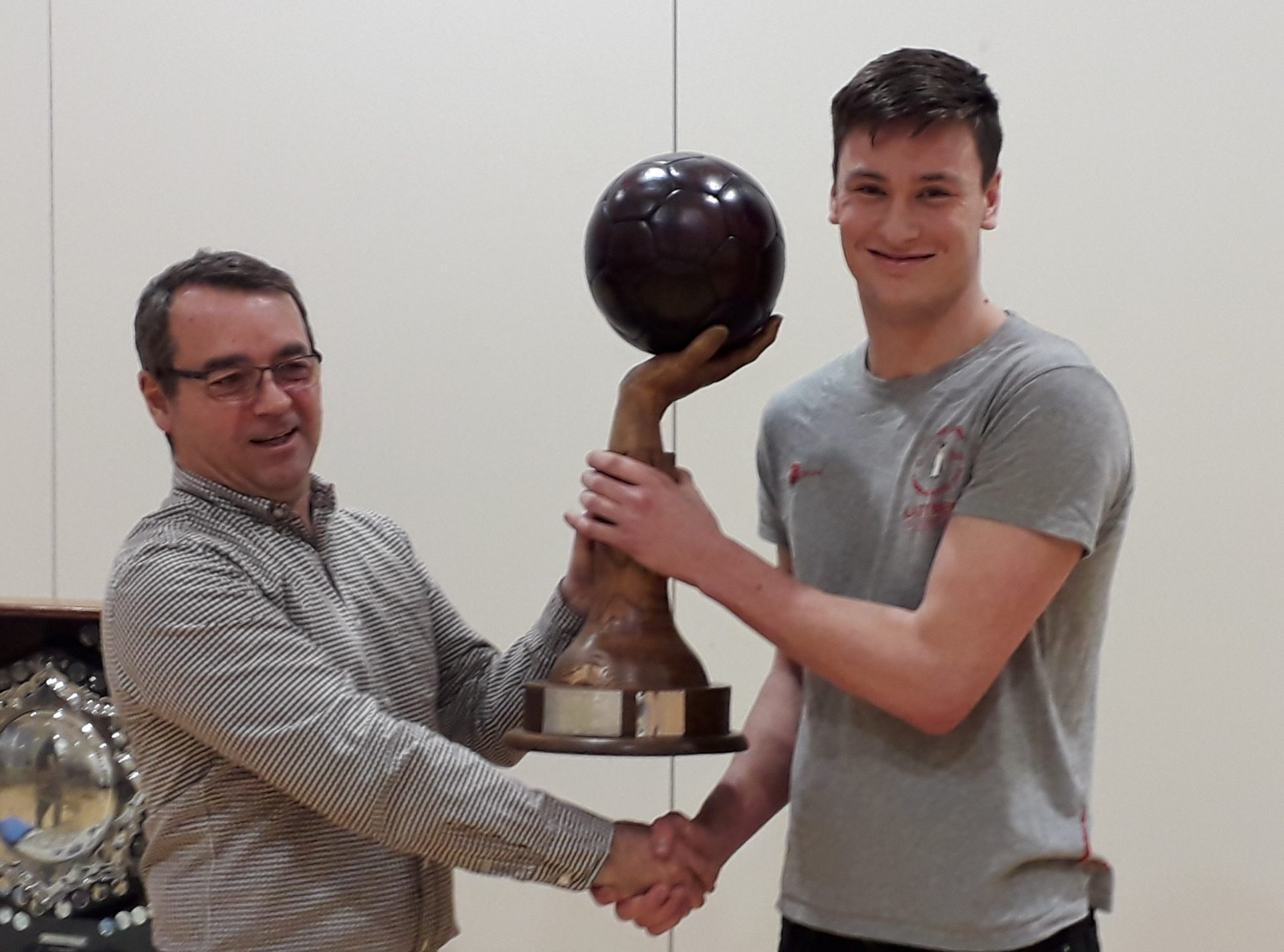 Toby Roberts receiving the Ron Turner Memorial Trophy for Penguin President, Louis Lemieux